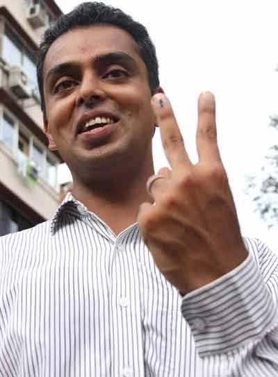 Milind-Deora-cast-vote